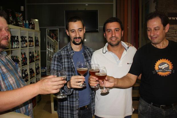 El Micalet, Berrs & Travels y VLC Noticias brindan por los éxitos venideros. Foto: Javier Furió