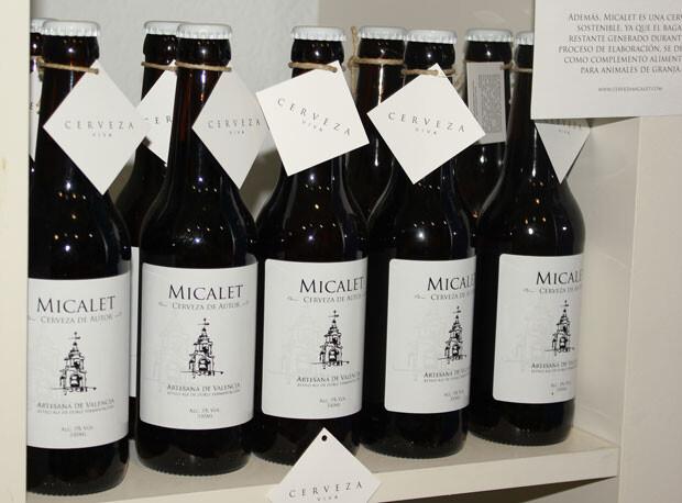 La cerveza El Micalet en su estante de Beers & Travels. Foto: Javier Furió