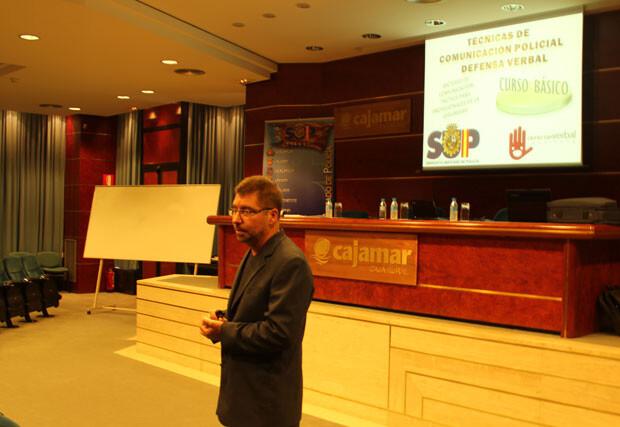 El primer ponente del curso del SUP, ayer en Valencia. Foto: Javier Furió y José Cuñat