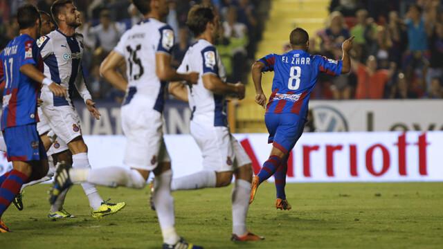 El-Zhar celebra su segundo gol ante el Espanyol. Foto: Jorge Ramírez / Levante UD