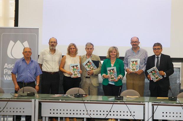 La concejala Ana Albert con la Asociación Parkinson Valencia en una imagen de archivo. Foto: José Sapena