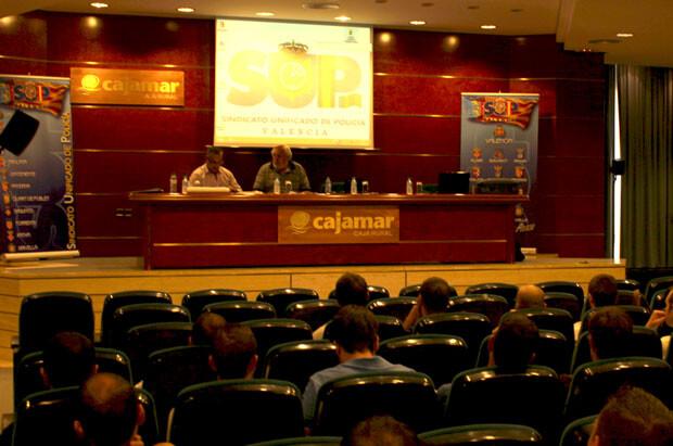 El SUP celebró ayer un curso sobre técnicas de comunicación en actuasciones policiales. Foto: Javier Furió y José Cuñat