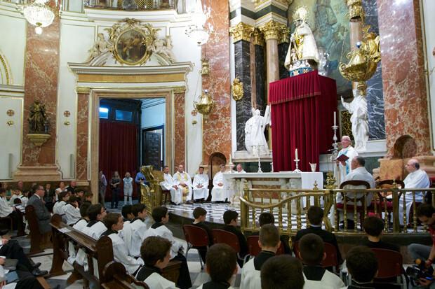 vesticion-escolanes-basilica-vgutierrez1
