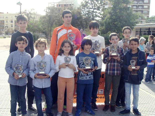Los premiados de la jornada posando con sus trofeos.