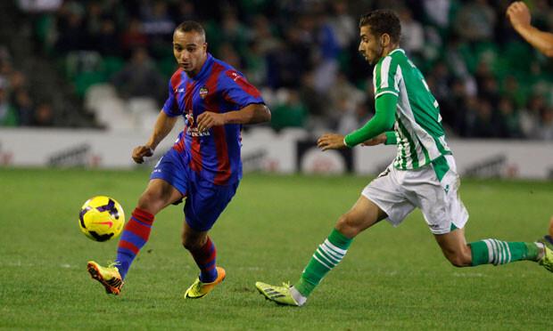 El Zhar no tuvo el acierto goleador de otras noches. Foto: Jorge Ramírez / Levante UD