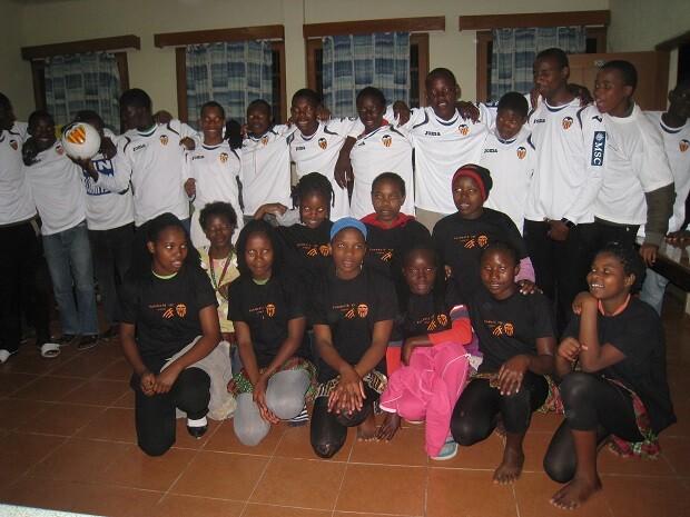 fvcf_donacion_material_mozambique_1314