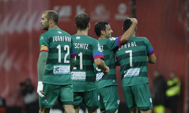 Los granotas celebran el primer gol. Foto: Jorge Ramírez / Levante UD
