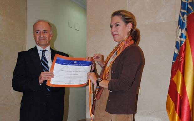 paula-sanchez-de-leon-medalla-merito-trafico-cv