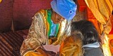 Emisario de los Reyes Magos - madre e hija entregando la carta-Bioparc_bj