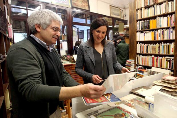 Mª José Catalá visita la librería Asilo del Libro de Valencia, ganadora del premio 2013 a la Mejor Librería Tradicional