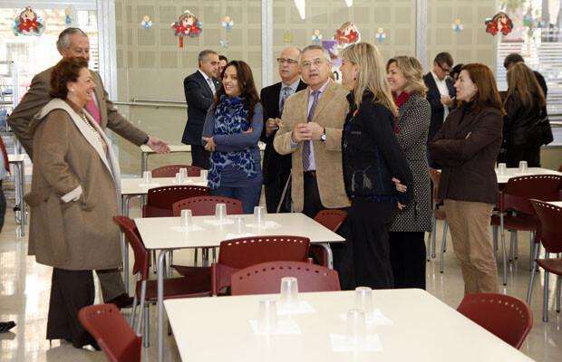 Rita Barberá y Miquel Domínguez en la inauguración de un comedor social en Valencia.