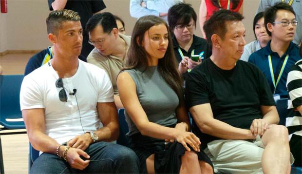 Peter Lim, a la derecha, en un acto en Singapur junto a Cristiano Ronaldo y su novia, Irina Shayk