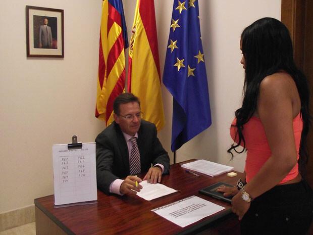 Primera jura o promesa ante notario en Valencia.
