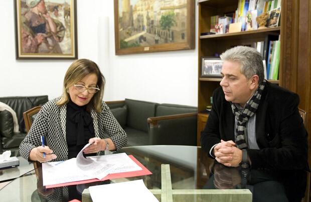 Firma del convenio entre la Diputación de Valencia y UNICEF para actuar en Siria y Filipinas. Foto: Abulaila