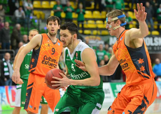 stelmet-gana-a-valencia-basket