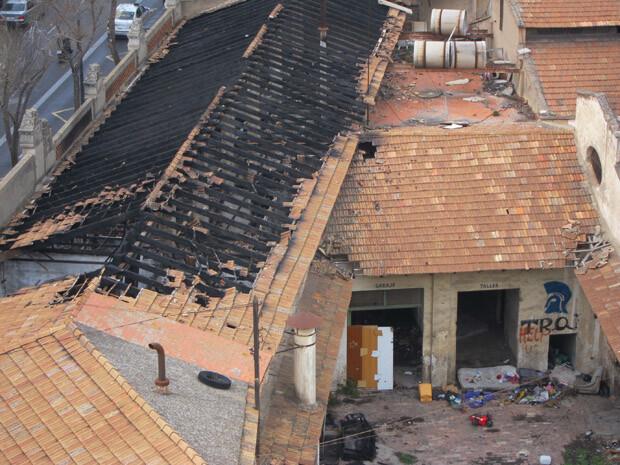 Vista aérea del estado en el que ha quedado el edificio tras el incendio.