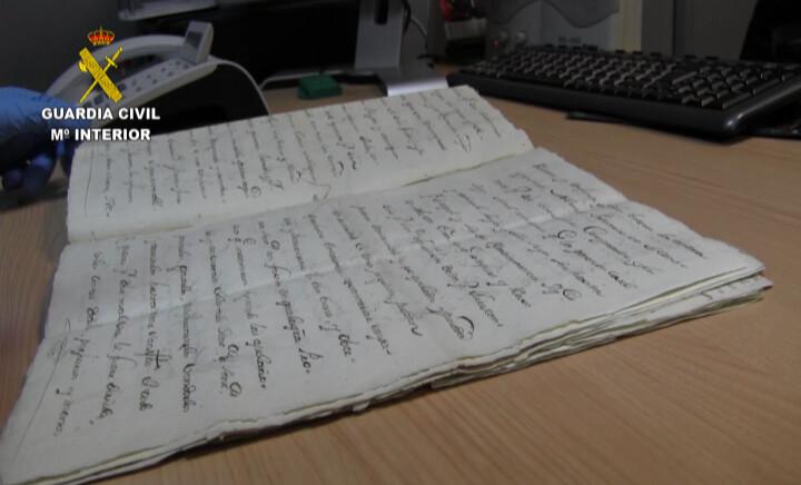La Guardia Civil recupera varios libros de los siglos XIV al XVIII -2