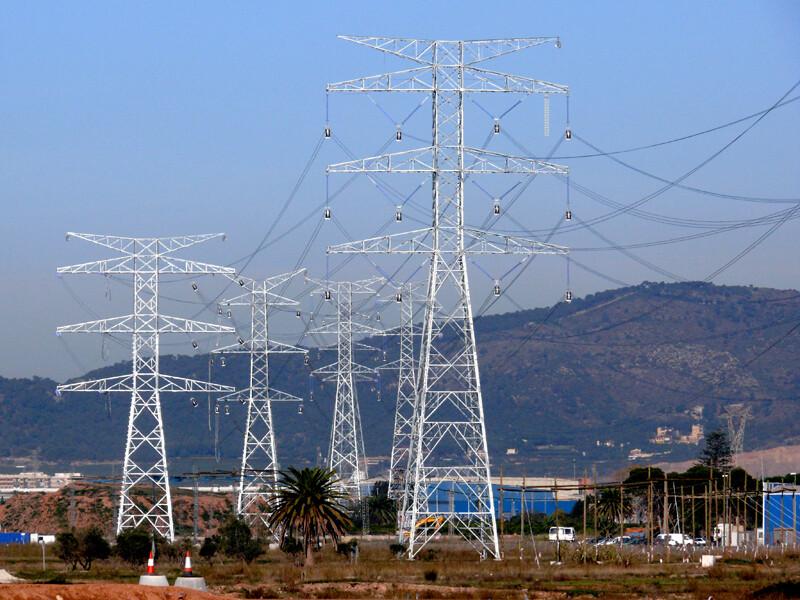 Red-Electrica-eleva-un-15-2-su-beneficio-hasta-los-389-4-millones