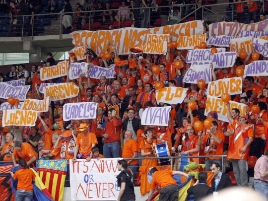 Una marea 'taronja' volverá a acompañar al Valencia Basket en la Copa. Foto: VBC