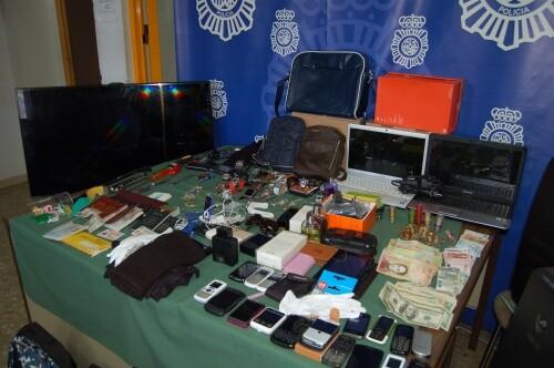 detiene a los ocho miembros de un grupo itinerante especializado en robos en viviendas