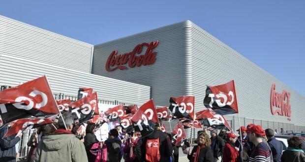 Protestas de los trabajadores a las puertas de la planta de Coca-cola en Valencia. Foto: CGT Valencia