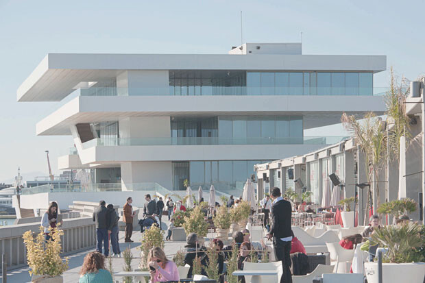 Local en la zona contigua al Veles e Vents. Marina Real Juan Carlos I