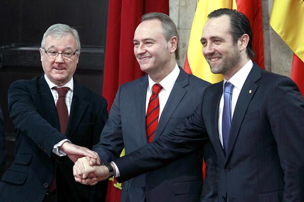 El president Fabra niega que sea un frente común, pero a la hora de hacerse la foto, los tres escenificaron el 'uno para todos'.
