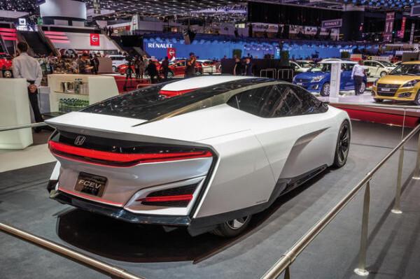 25557_Geneva_Motor_Show_2014-600x399