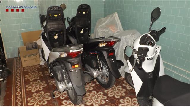 Desmantelan dos grupos especializados en robos de motocicletas en el Barcelonès (Small)
