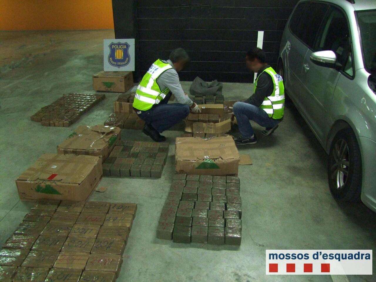 Detienen a un conductor que transportaba 275 kilos de hachís