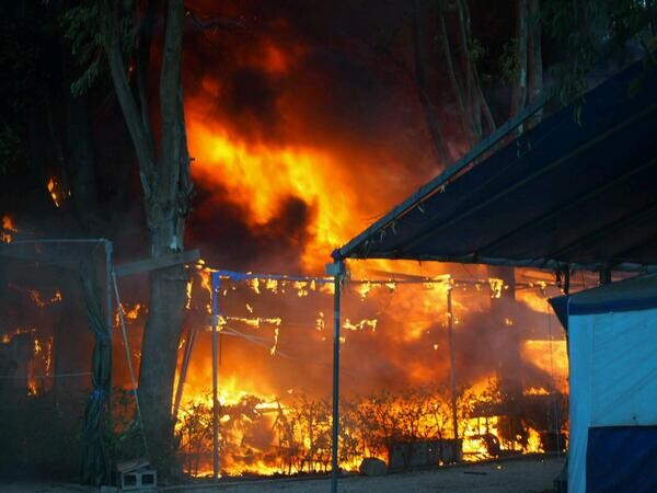 Incendio de tres carabanas en Mareny de Barraquetes