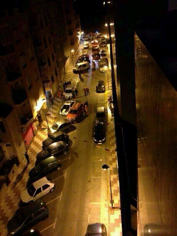Sobre las tres de la madrugada, se ha producido un incendio en un  garaje en Algemesí en la calle Francesc Ribalta, número 4 en una finca de 7 bloques de viviendas de 5 alturas.