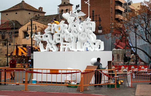 La Falla Interactiva de Mastel, con el artista ultimando detalles.