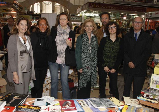 En la parada de venta de libros del Mercado Central.