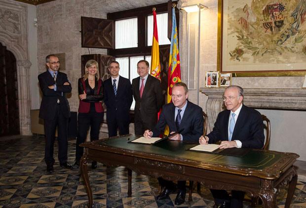 2-Foto-firma-convenio-marco-Obra--Social-la-Caixa-Generalitat-Valenciana-2014