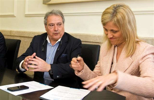 Firma convenio con Quart de les Valls foto_Abulaila (1)_0 (Small)