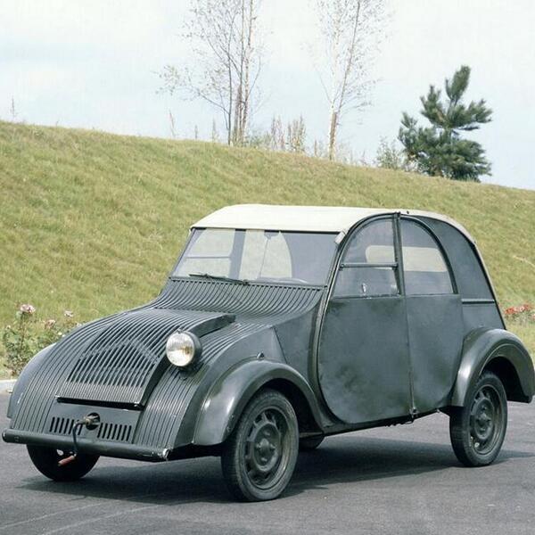 Sabíais que uno de los primeros prototipos del #2CV solamente tenía un faro