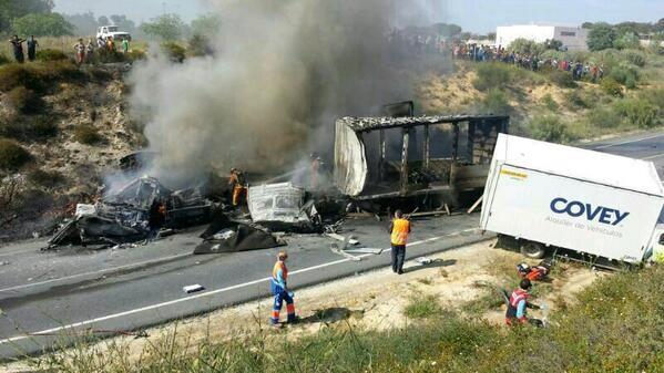 accidente entre 3 camiones en Lucena del Puerto-º