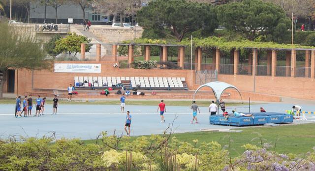 Practicando deporte en el estadio de atletismo del Jardín del Turia. Foto: Javier Furió