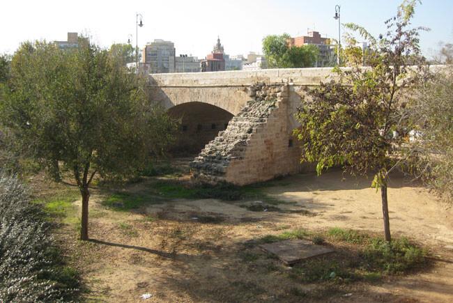 puente-de-serranos-escalera-drreuid