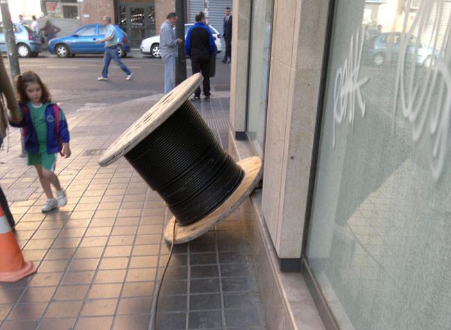bobina-de-cable-en-el-suelo