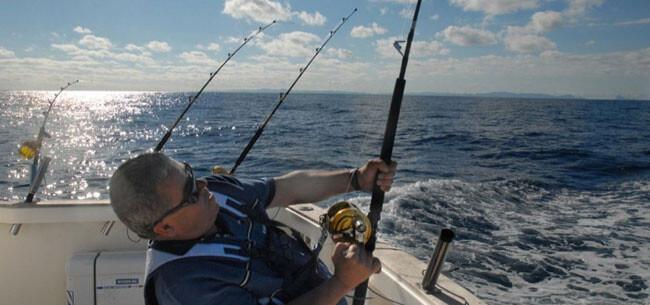 maraton-de-pesca-embarcacion-fondeada
