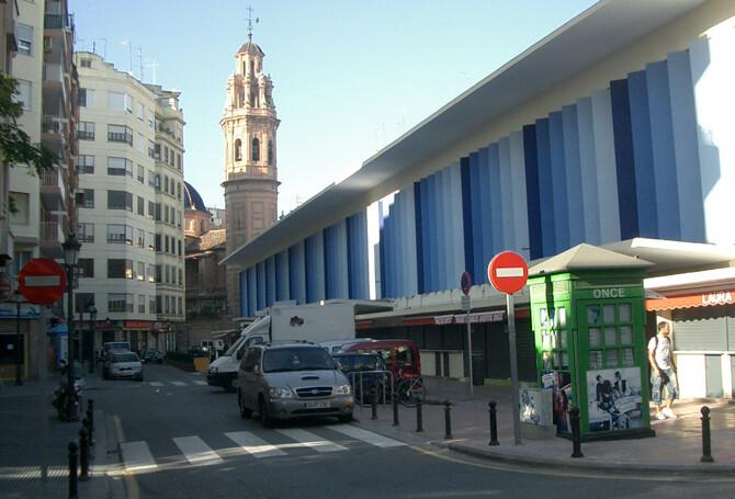 mercado-de-ruzafa-iglesia-al-fondo