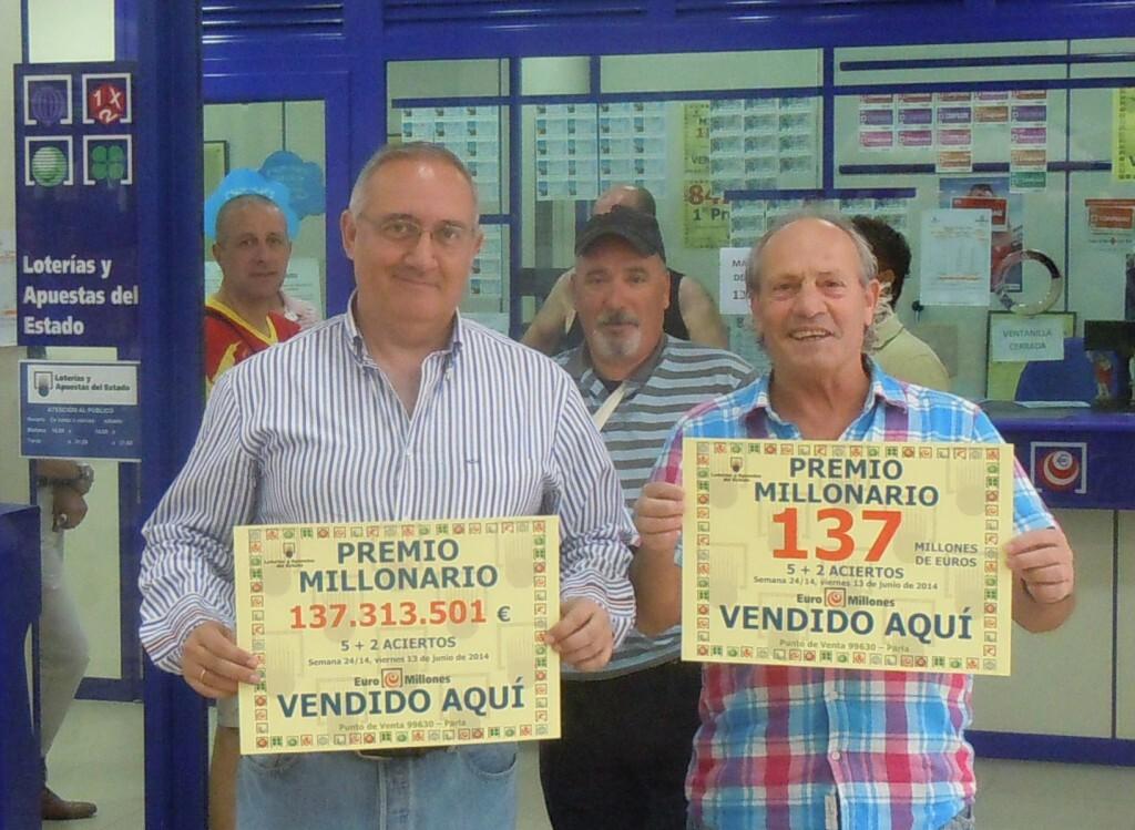 En la imagen el gestor de la Administración de Loterías nº 7 de Parla (Madrid) donde se validó la apuesta premiada