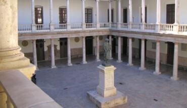 Claustro-universidad-PORTADA-370×215