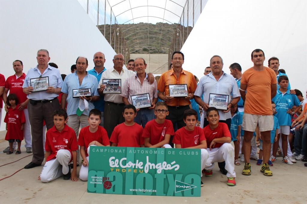 El Club de Montserrat homenajea a los veteranos y pioneros (Custom)