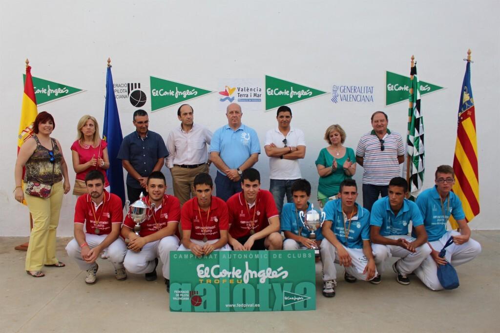 Los finalistas juveniles con las autoridades (Custom)