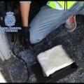 """La Policía Nacional interviene 144 kilos de """"speed"""" ocultos en sacos de comida para perros y arcones frigoríficos"""
