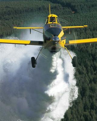 Avión similar al utilizado en Girona para la fotografía de la descarga de un cubo de agua.Air Tractor