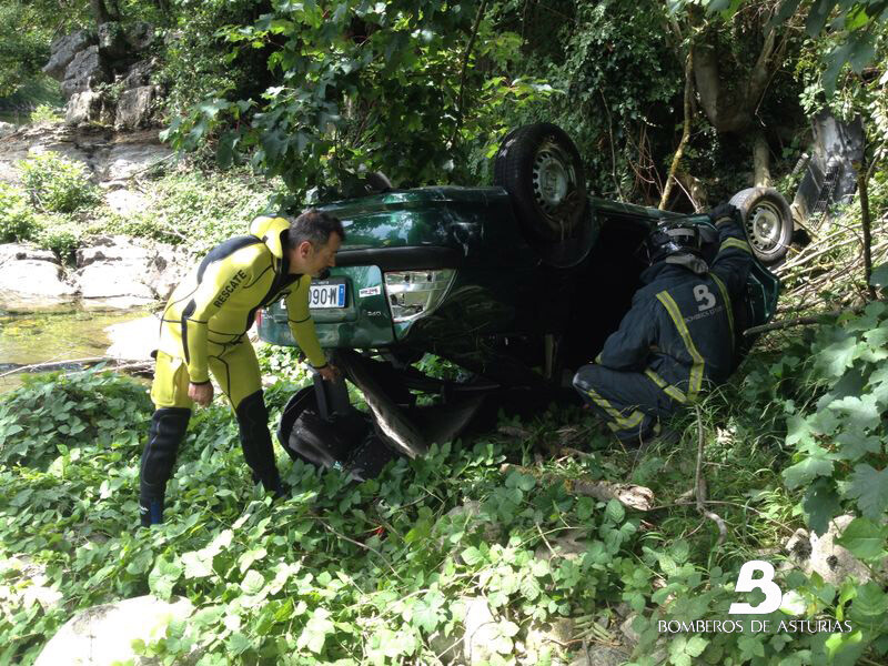 2014.08.05 Accidente de tráfico en Laviana 1